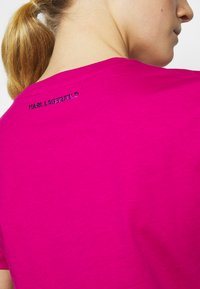 KARL LAGERFELD - IKONIK OUTLINE  - Triko spotiskem - pink - 6