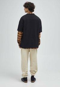 PULL&BEAR - Print T-shirt - mottled black - 2