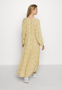 Monki - MINNA DRESS - Robe longue - yellow medium/dusty - 2