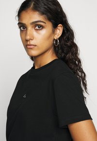 Holzweiler - SUZANA TEE - Print T-shirt - black - 3