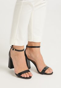 usha - High heeled sandals - schwarz - 0