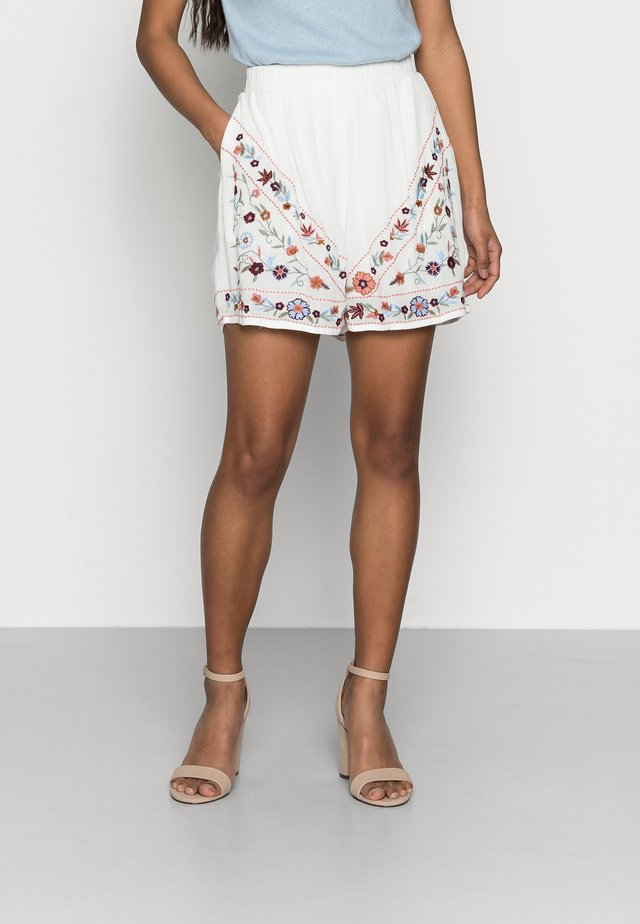 YASCHELLA FEST - Shorts - star white/embroidery