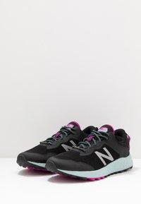 New Balance - FRESH FOAM TRAIL ARISHI GTX - Trail running shoes - black - 2