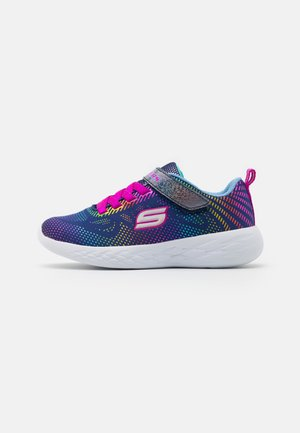 GO RUN 600 SHIMMER SPEEDER UNISEX - Neutral running shoes - navy/multicolor