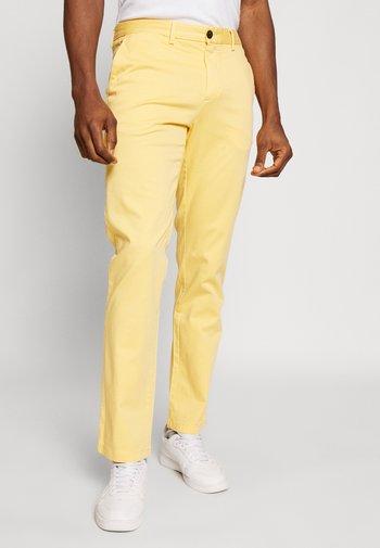 DENTON FLEX   - Chinos - yellow