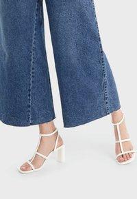 Bershka - High Heel Sandalette - white - 0