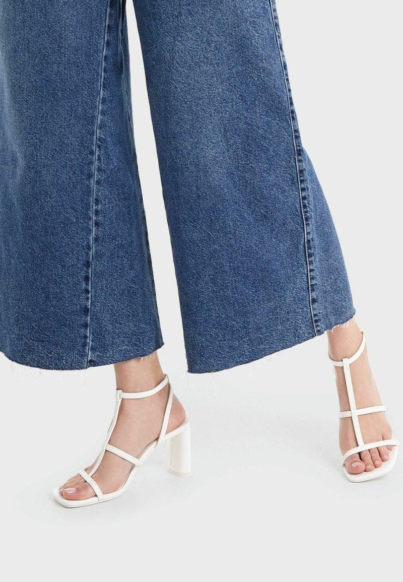 Bershka - High Heel Sandalette - white