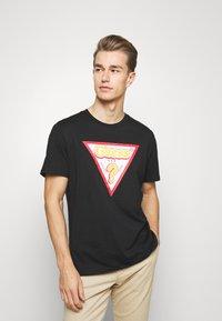 Guess - STICKY - Print T-shirt - jet black - 0