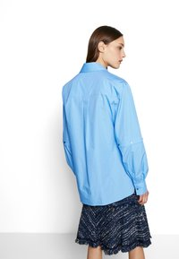 KARL LAGERFELD - POPLIN CUT OUT - Camisa - light blue - 2