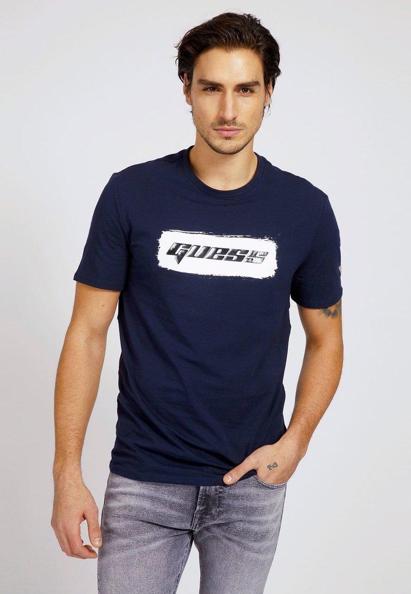 Guess - T-shirt con stampa - blau