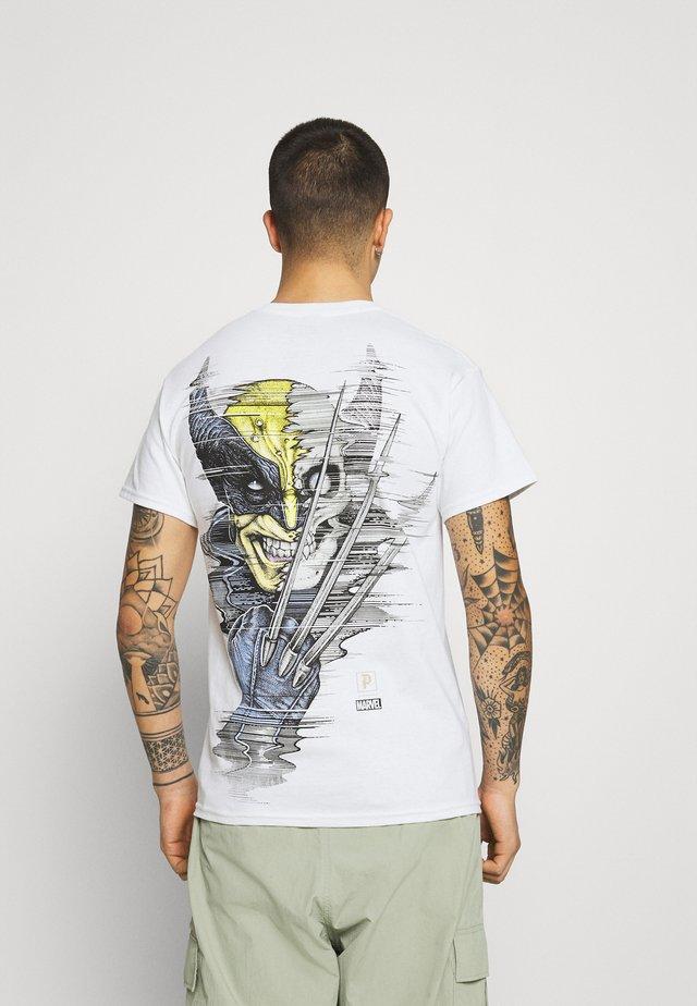 WOLVERINE TEE - Print T-shirt - white