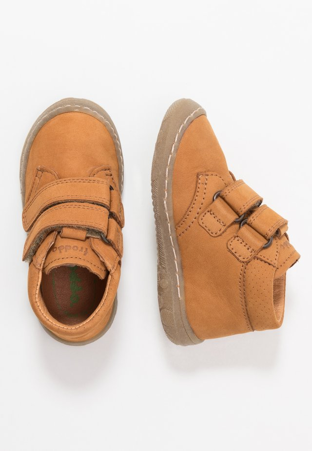 KART SLIM FIT - Baby shoes - cognac