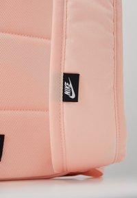 Nike Sportswear - HERITAGE - Batoh - washed coral/sky grey/white - 6