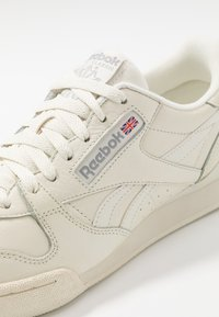 Reebok Classic - PHASE 1 PRO SOFT SUEDE RETRO SHOES - Trainers - chalk/paperwhite/shadow - 5