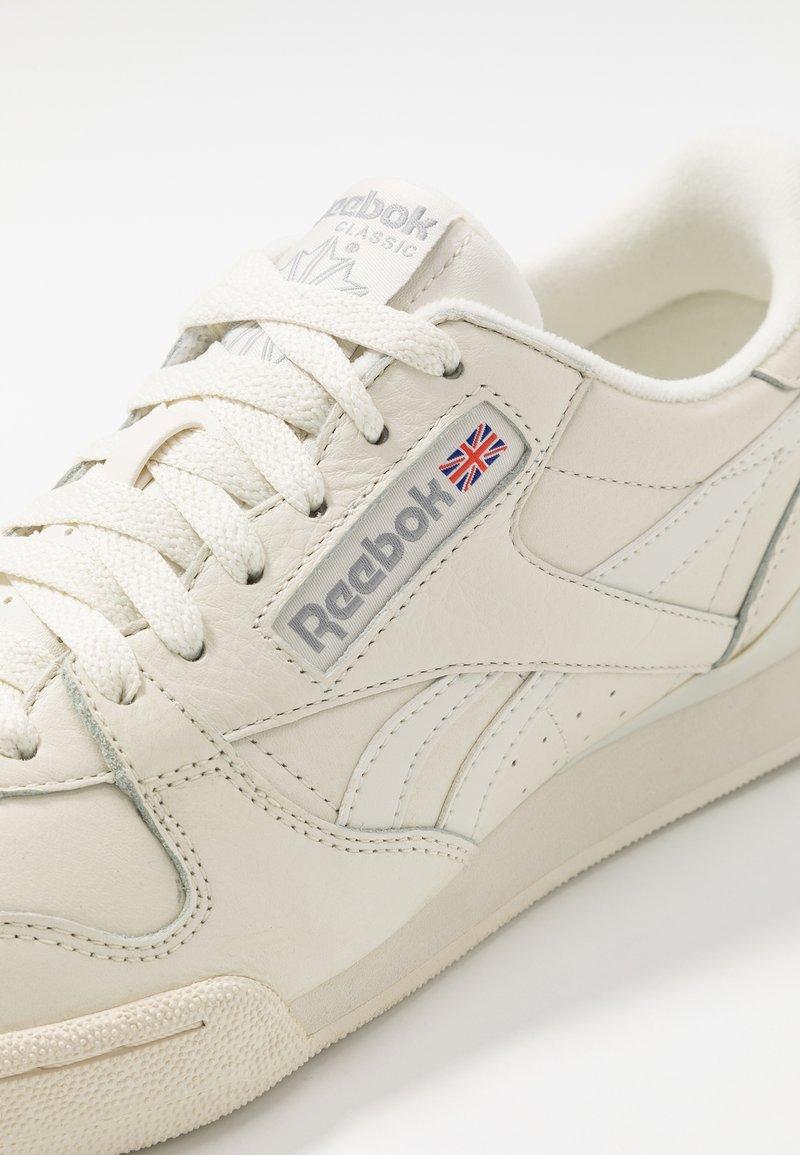 Reebok Classic Phase 1 Pro Soft Suede Retro Shoes Trainers Chalk Paperwhite Shadow Off White Zalando De