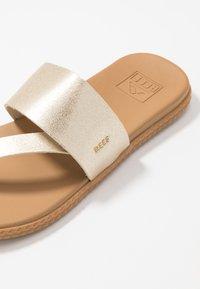 Reef - CUSHION BOUNCE SOL  - Sandály s odděleným palcem - champagne - 6