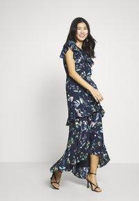 Banana Republic - VNECK HI LOW - Maxi šaty - navy floral - 1