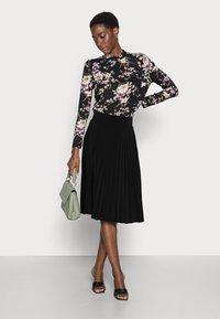Anna Field - Plisse A-line mini skirt - Jupe trapèze - black - 1