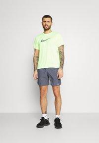 Nike Performance - CHALLENGER SHORT  - Korte sportsbukser - dark blue - 1