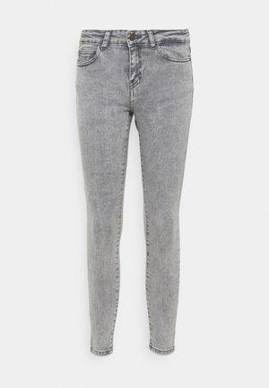 NMLUCY SKINNY JEANS - Jeans Skinny Fit - light grey denim