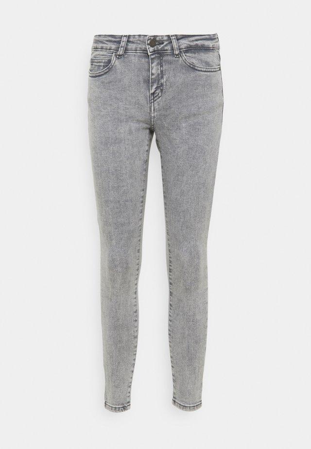 NMLUCY SKINNY JEANS - Skinny džíny - light grey denim