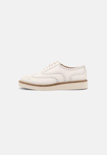 BAILLE BROGUE - Šněrovací boty - white