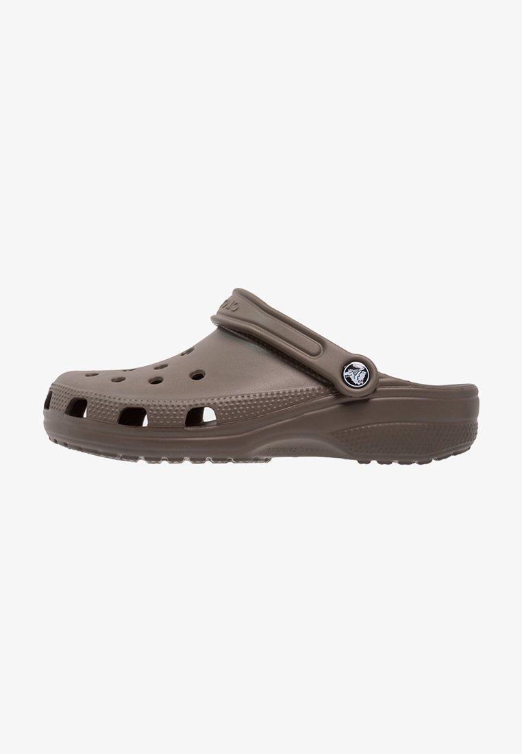 Crocs - CLASSIC UNISEX - Pool slides - chocolate