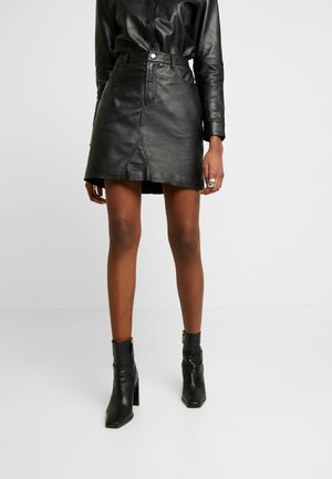 OBJKASANDRA SKIRT - Kožená sukně - black