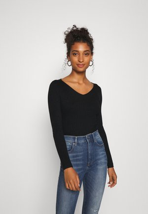 BASIC- V-neck jumper - Jersey de punto - black