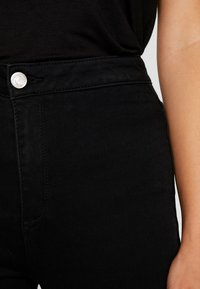 Missguided Petite - VICE HIGHWAISTED SLASH KNEE - Jeans Skinny Fit - black - 4
