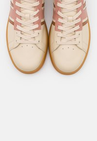 Tory Burch - HOWELL COURT - Trainers - new cream/pink moon