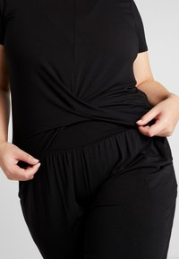 YOGA CURVES - TWISTED  - T-shirt basique - black - 3