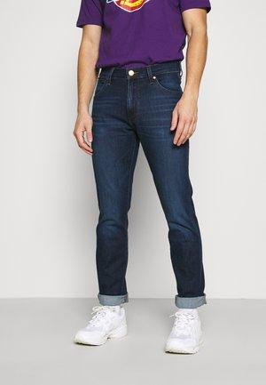 LARSTON - Slim fit jeans - blue