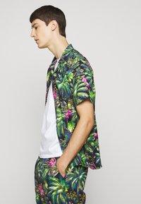 Polo Ralph Lauren - PRINTED - Camisa - green/dark blue - 6