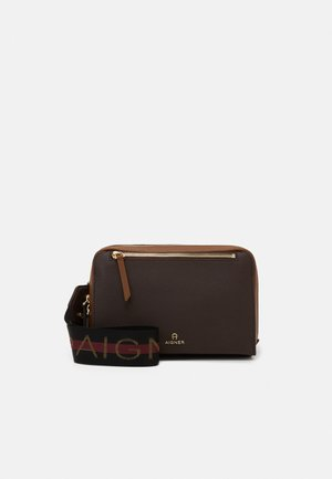 PISA STRAP  - Across body bag - java brown