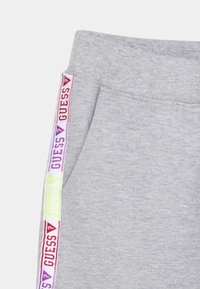 Guess - Tracksuit bottoms - light heather grey - 3