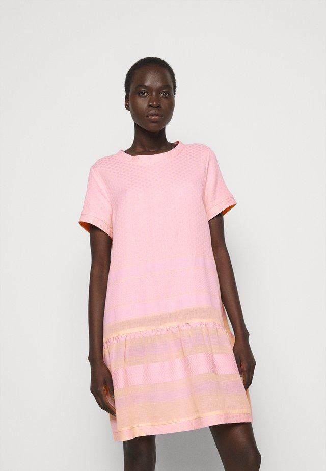 DRESS - Korte jurk - pale dogwood