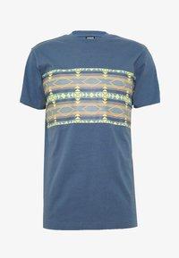 Urban Classics - INKA PATTERN TEE - Print T-shirt - vintage blue - 0