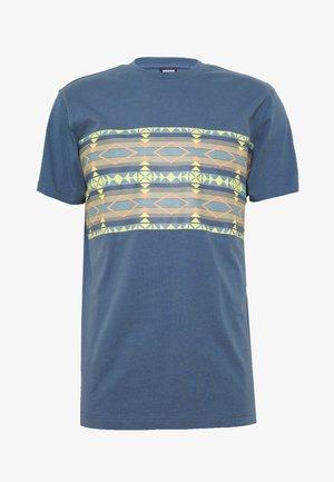 INKA PATTERN TEE - Print T-shirt - vintage blue