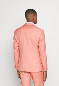 Isaac Dewhirst - THE FASHION SUIT NOTCH - Suit - coral - 3