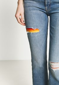 Mother - THE MID RISE BUTTON FLY DAZZLER ANKLE FRAY  - Straight leg jeans - blue - 3