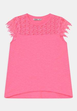 CUCUMBER - Print T-shirt - pink