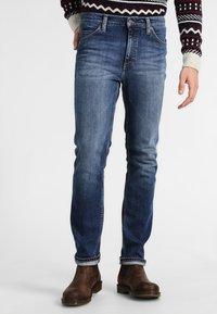 Mustang - TRAMPER - Slim fit jeans - super stone washed - 0