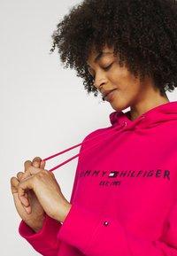 Tommy Hilfiger - HOODIE - Sweatshirt - bright jewel - 4