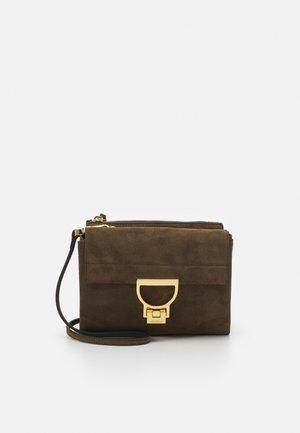 ARLETTIS SATCHEL - Handbag - reef