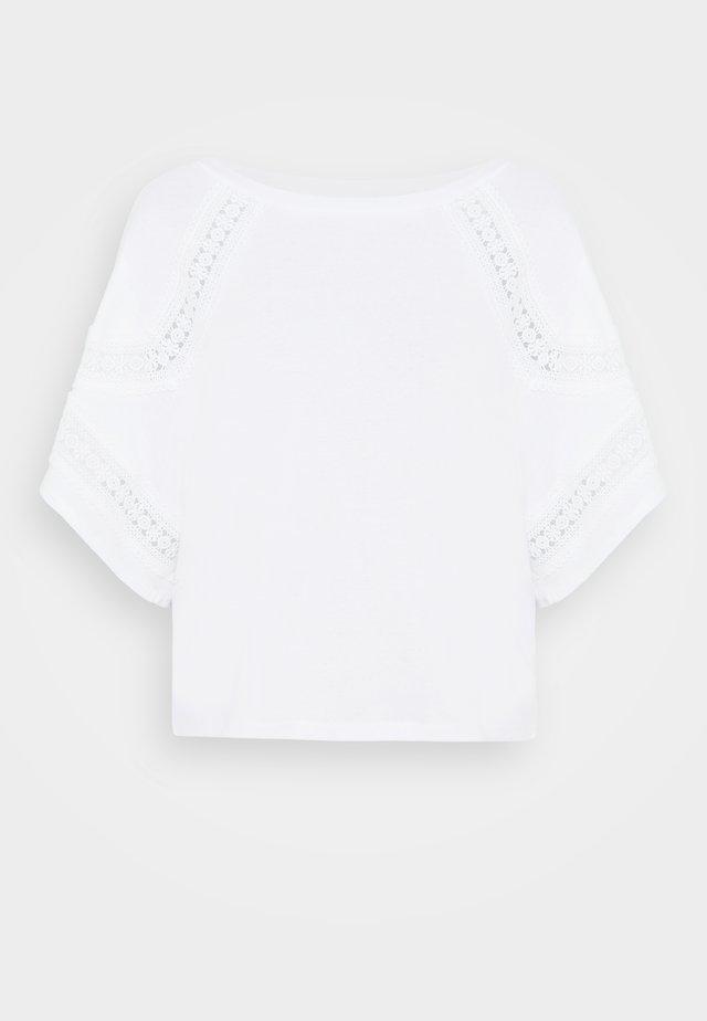 TYPON - T-shirt med print - ecru