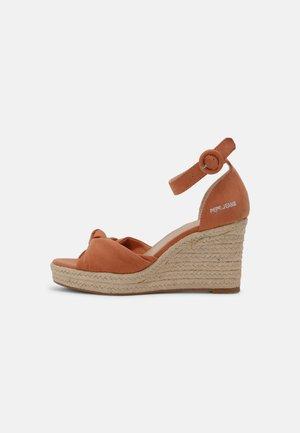 MAIDA PEACH - Platform sandals - spice