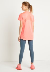 adidas Performance - TEE H.RDY - T-shirts med print - pink - 3