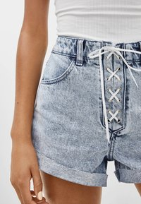 Bershka - MIT SCHLEIFE - Denim shorts - light blue - 3