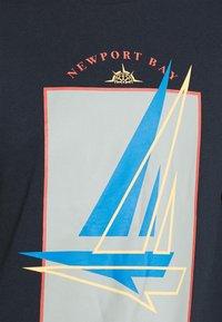 Newport Bay Sailing Club - GRAPHIC - Sweatshirt - white - 5
